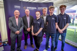 Duncan Hawthorne (Horizon CEO), Glyn Jones (Gr?p Llandrillo Menai CEO), Sophie Wright (apprentice), Greg Evans (Safety and Generation Director, Horizon), Luke Williams (apprentice) and Kieron Salter (apprentice)